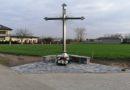 Poświęcenie nowego krzyża w miejscowości Siąszyce.