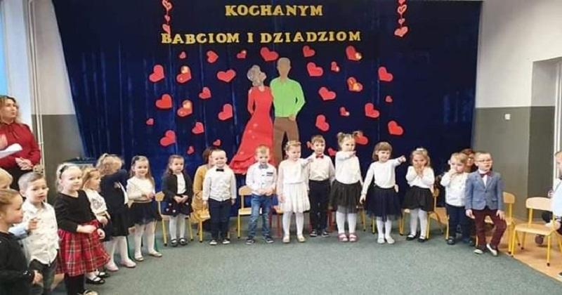 """Dzień Babci i Dziadka w przedszkolu """"Leśne Skrzaty""""."""
